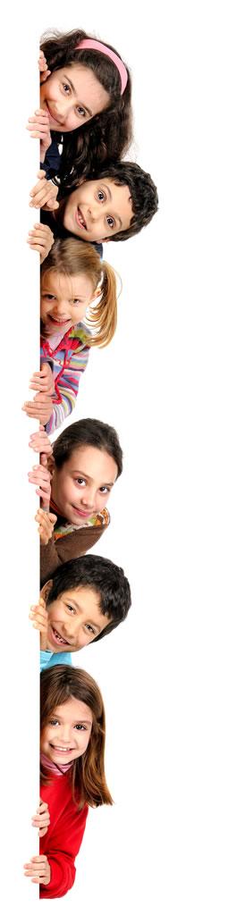 niños-sujetando-cartel