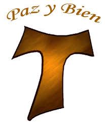 T de Franciscanos TOR con las palabras Paz y Bien encima